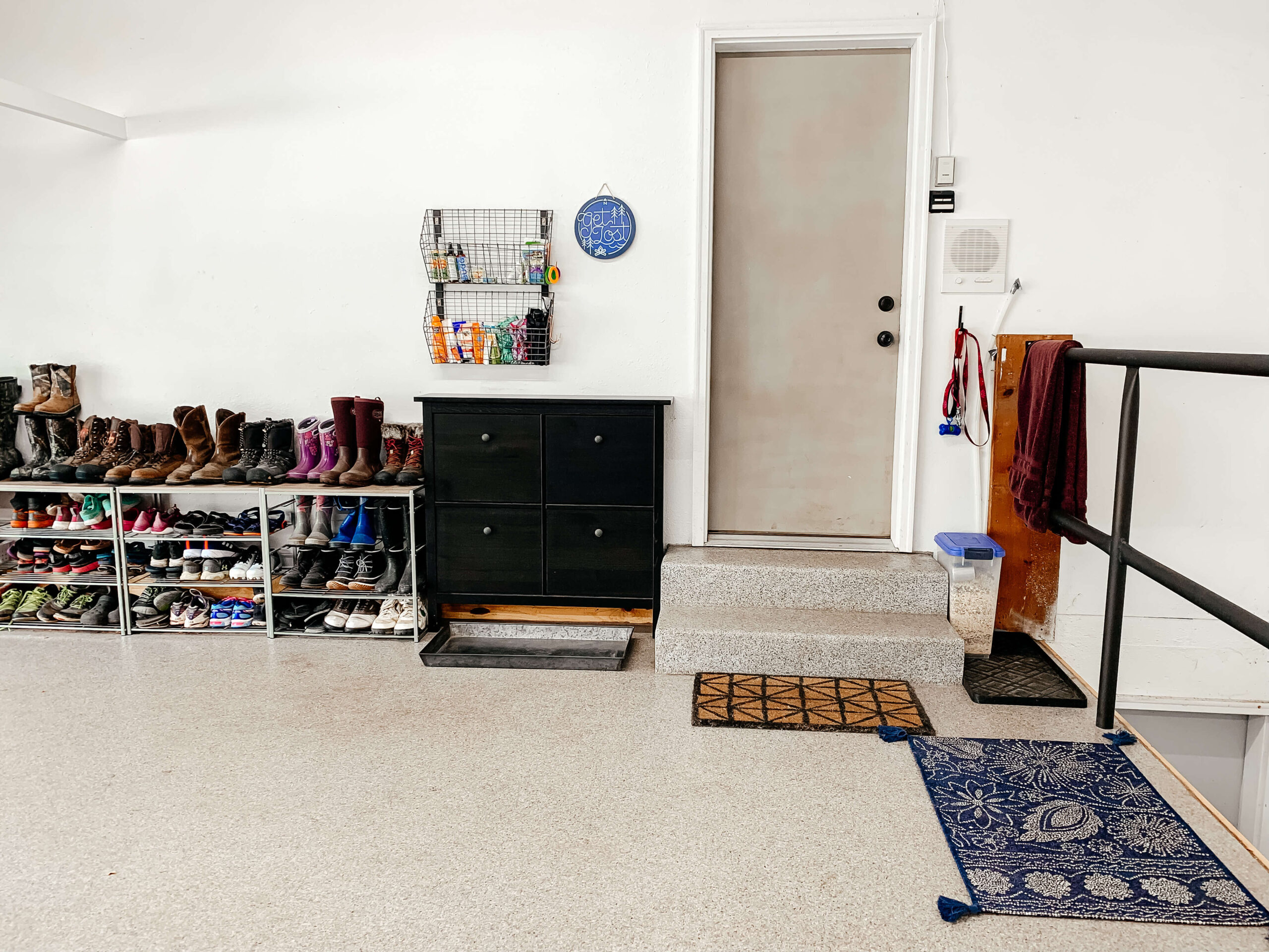 Try these garage storage ideas and organize clutter much easier. These organizing hacks will help you to keep everything neat and clean. Annie Johnson | Design Love Life